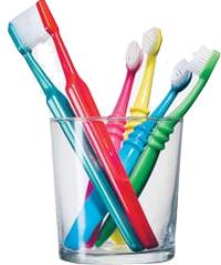 Higiene bucal usando cepillos dentales. Tratamientos de odontología conservadora