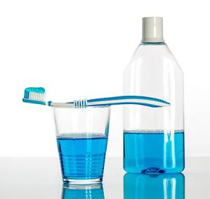 Higiene bucal con el uso de colutorios. Tratamientos de odontología conservadora